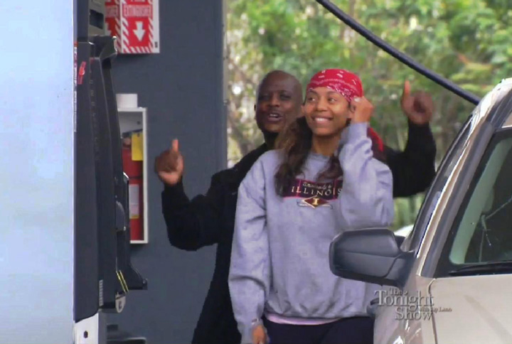 Karaoke-Couple-At-Gas-Station