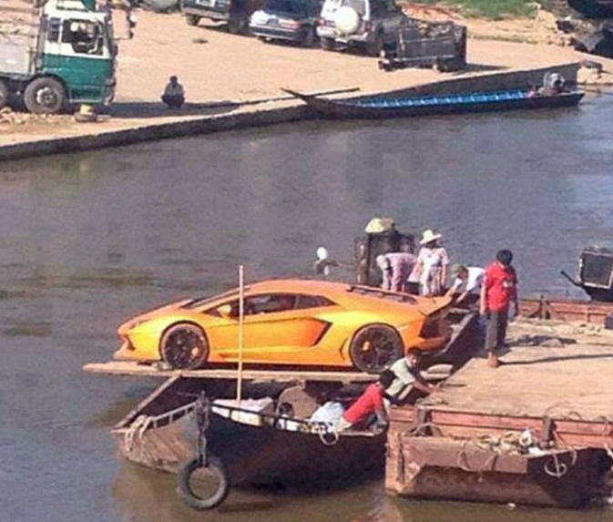 Ferrying An Lamborghini Aventador Across A River Like This Is Brave