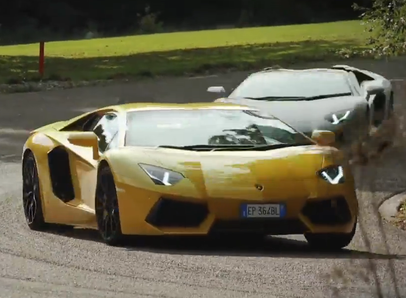 Lamborghini Aventador Roadster vs Coupe