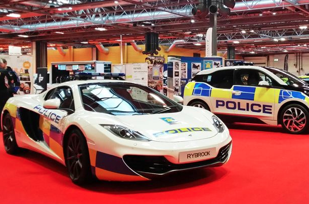 ... Speed Freaks Out There With Cars Capable Of Escaping The Police Without  Difficulty, But Now The UK Police Are Fighting Back With A 207 MPH McLaren  12C.