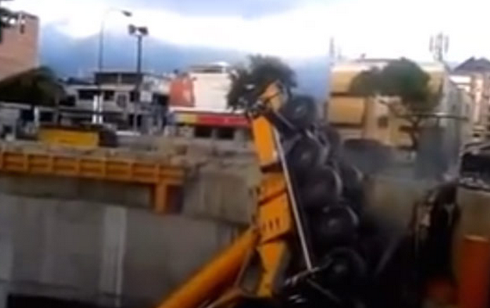 Two Large Metro Cranes Collapse in Venezuela