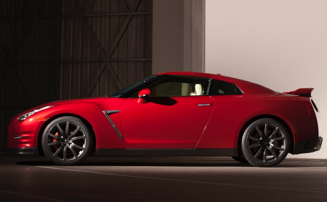 Brace Yourselves USA: The New 2015 Nissan GT-R Price Is Announced