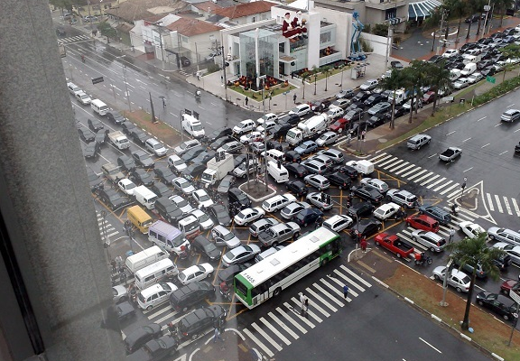 5 Of The Craziest Intersections in the World (VIDEO)