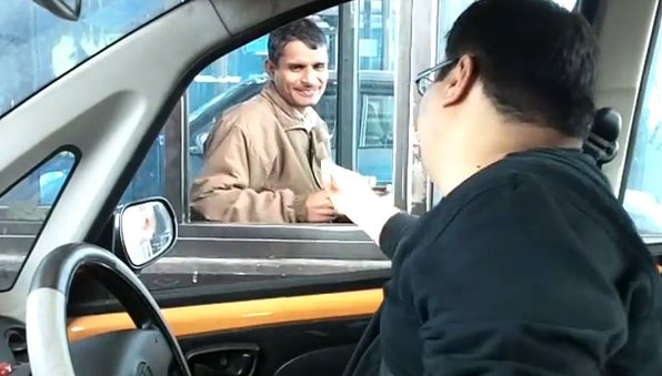 This Guy Gave The Cars Behind Him A Happy Surprise At A Dreaded Toll Booth In India