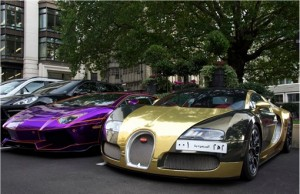 Wealthy-Arabs-Super-Cars-in-London-Gold-Bugatti-Veyron-and-Lamborghini-Aventador