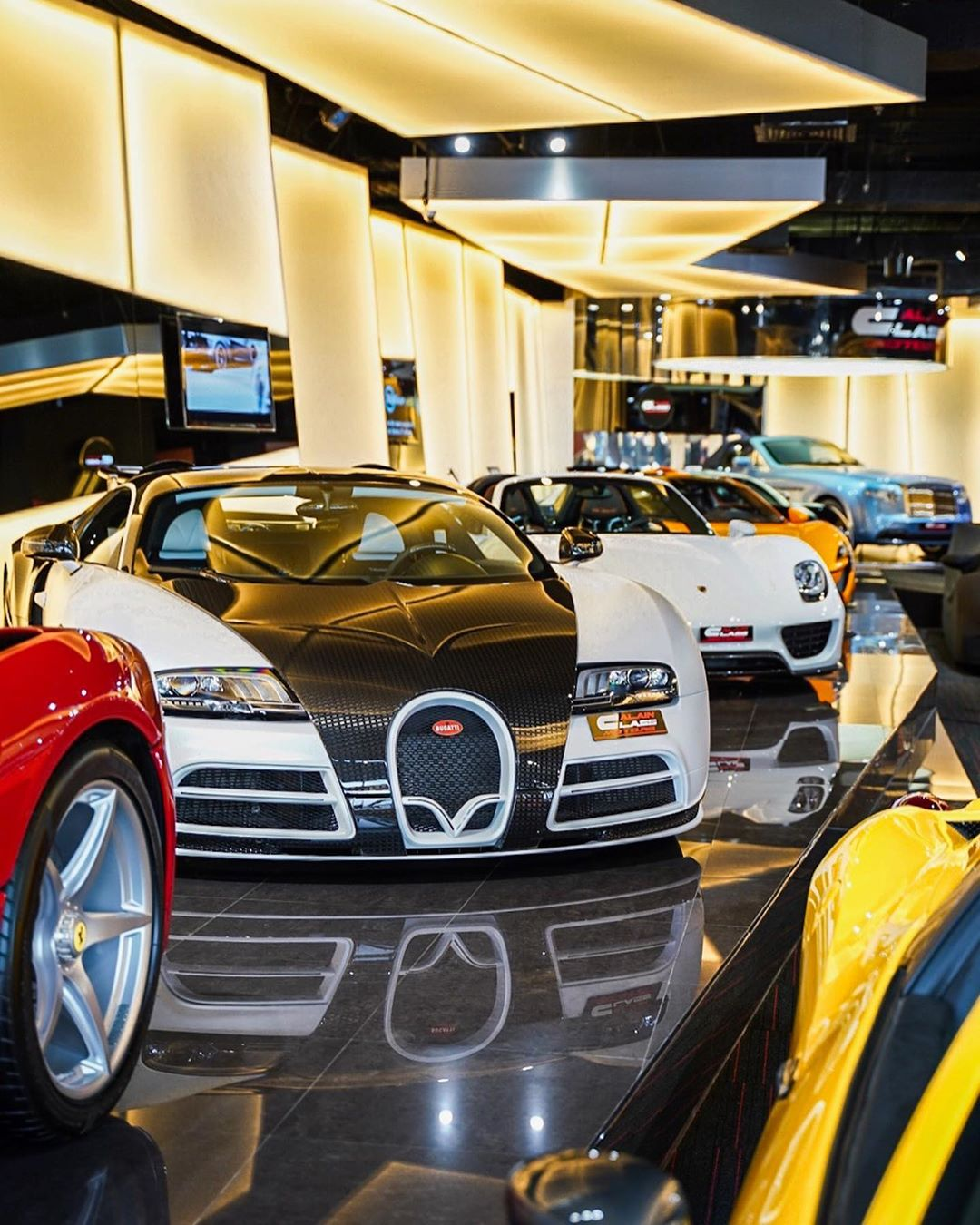 Hypercar Heaven ? Live from Dubai in Story ?? #cars247